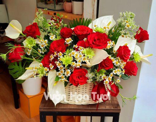 Giỏ hoa sinh nhật giá rẻ Yêu Thương