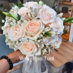 Bó hoa cưới tone hồng dâu nhẹ