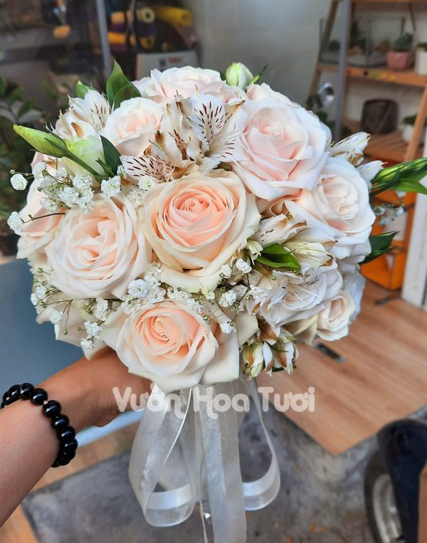 Bó hoa cưới cầm tay Hoa Hồng Kem-HCT06
