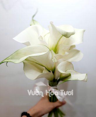 Bó hoa cưới cầm tay cô dâu Rum Trắng (xếp tầng)-HCT03